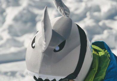 Le couvre-casque ski, l'accessoire ultime des petits et grands enfants
